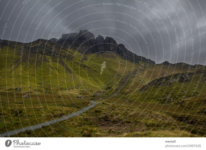 Old Man of Storr auf der Isle of Skye in Schottland Natur Ferien & Urlaub & Reisen schön grün Landschaft Wolken dunkel Leben Umwelt Wege & Pfade natürlich Wiese
