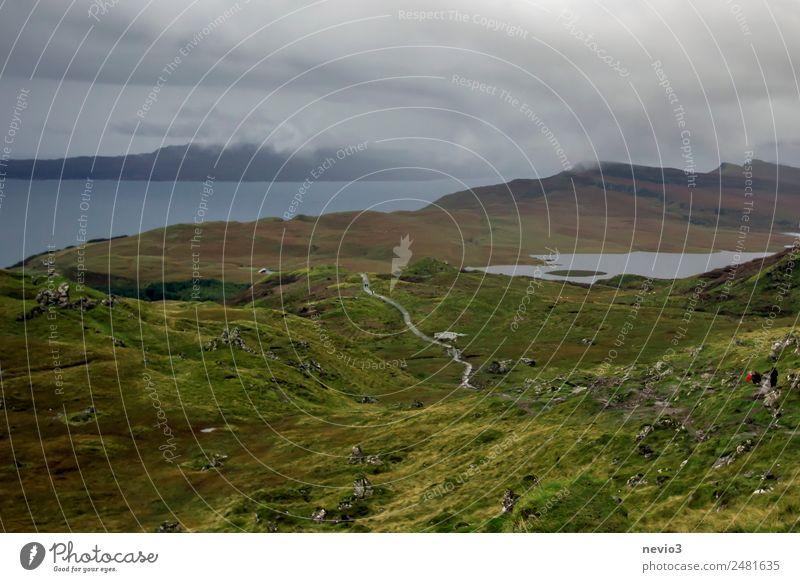 Isle of Skye Ferien & Urlaub & Reisen Natur grün Landschaft Erholung Einsamkeit Ferne Berge u. Gebirge Umwelt Wiese Gras Felsen wandern Luft Insel ländlich