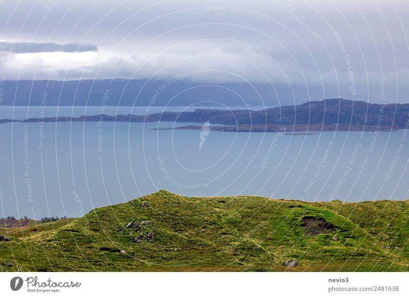 Blick vom Old Man of Storr Landschaft authentisch außergewöhnlich oben schön wild grün Küste Isle of Skye Insel Landschaftsformen Meer Bucht Hebriden Festland