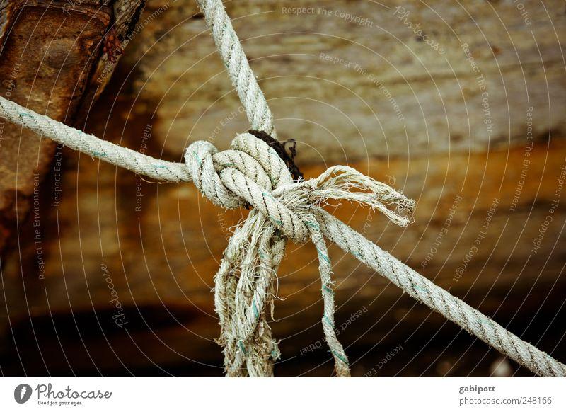 Verknüpfungen Fischerboot Seil Knoten Knotenpunkt Synthese Holz Schnur alt kaputt trashig braun Zufriedenheit Verfall Vergangenheit Vergänglichkeit
