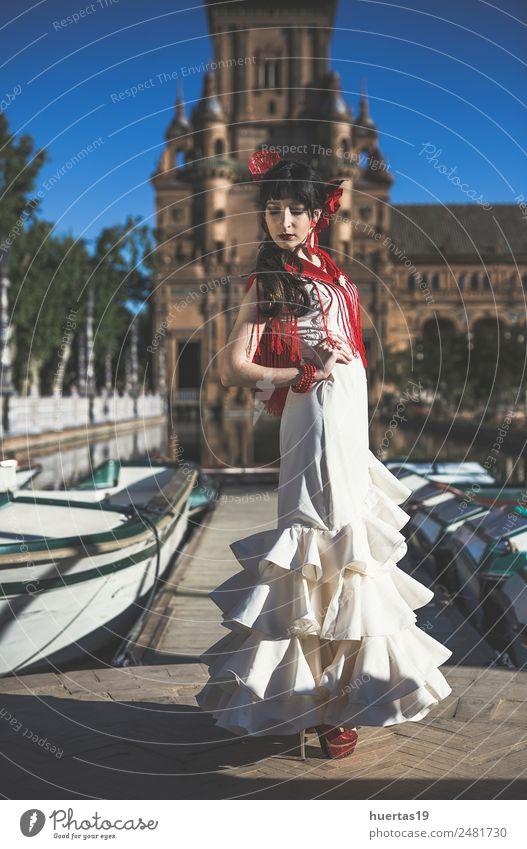 Junge Eleganz Flamenco-Tänzerin elegant Glück schön Tanzen Frau Erwachsene Kultur Blume Mode Kleid Leidenschaft Flamencotänzer Spanien Spanisch Sevilla Ausdruck