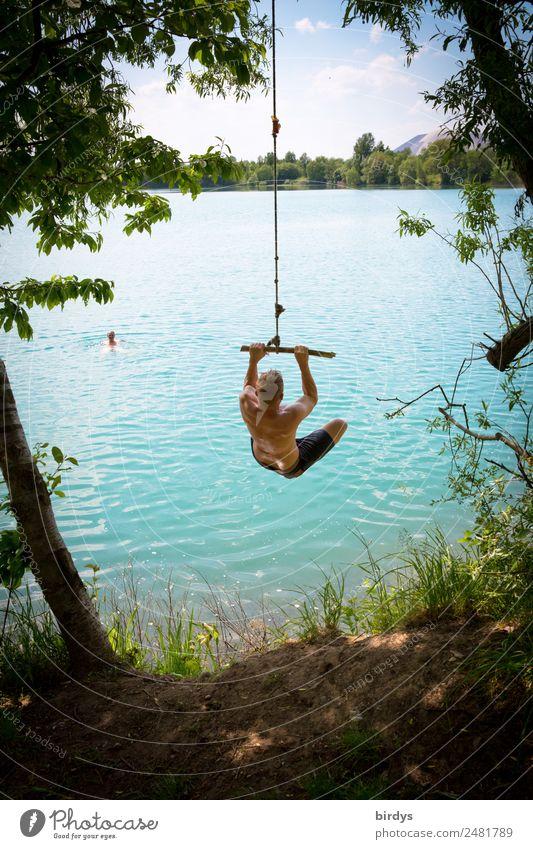 Junge Erwachsene , Jugendliche springen von einem Seil in einen Baggersee Freizeit & Hobby Abenteuer Sommerurlaub Badeurlaub maskulin 2 Mensch Natur Himmel