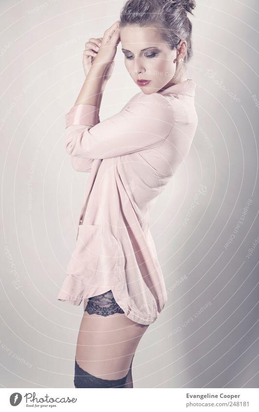 Rosé II Frau Mensch Jugendliche schön Erotik feminin träumen Erwachsene Körper elegant rosa Mode stehen Romantik Stoff