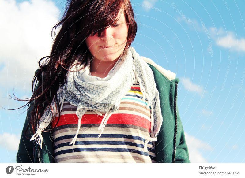 Sommerfeeling Mensch Himmel Jugendliche Sommer Wolken feminin Haare & Frisuren Glück Denken Mode Zufriedenheit Streifen nachdenklich 18-30 Jahre Lächeln brünett