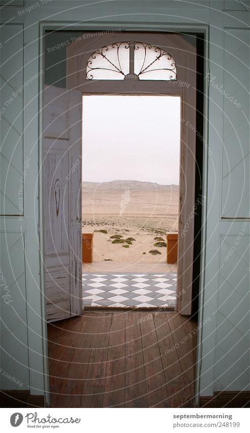 offene Türen alt Ferne - ein lizenzfreies Stock Foto von