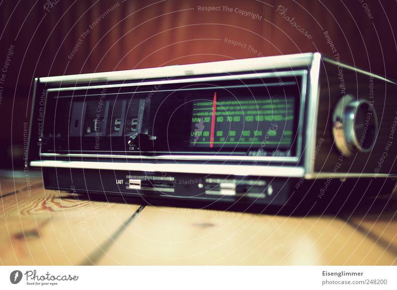 Klappzahlenwecker Wecker klappwecker radiowecker Radiogerät alt Originalität grün ästhetisch Nostalgie skurril weckzeit Siebziger Jahre klappzahlen