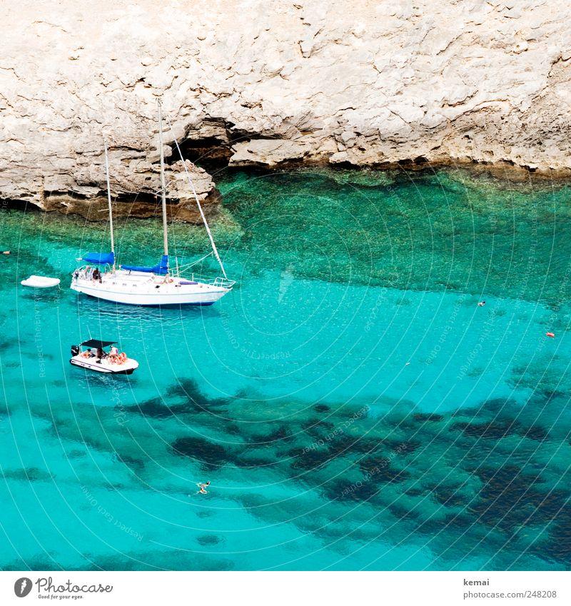 Boote Wasser blau Sommer Ferien & Urlaub & Reisen Meer Küste Wasserfahrzeug Ausflug Freizeit & Hobby Felsen Insel Tourismus Schwimmen & Baden Klarheit türkis Bucht