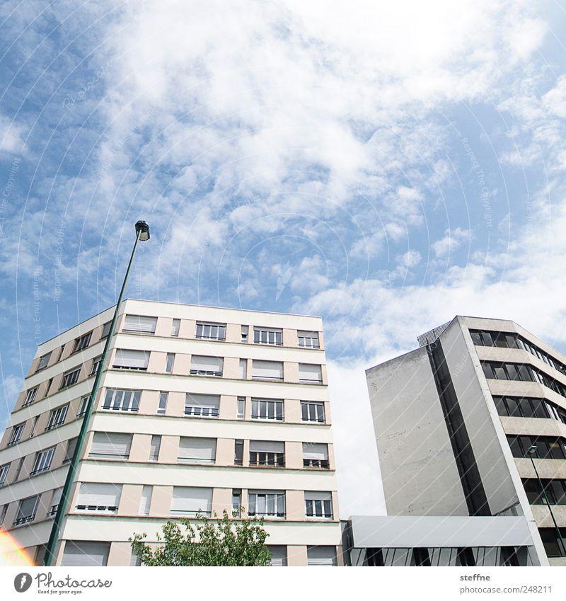 modernism Wolken Sommer Schönes Wetter Stadt Haus Fassade Laterne Farbfoto