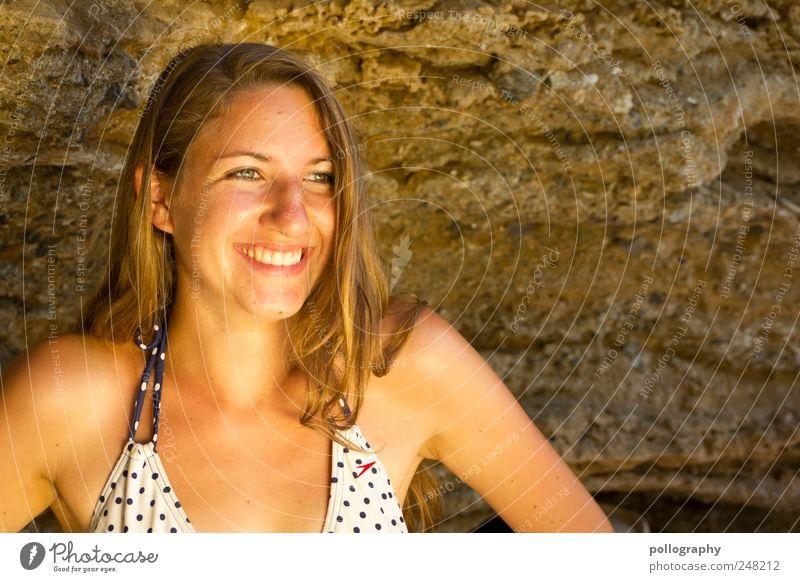 Sonnenschein Mensch feminin Junge Frau Jugendliche Erwachsene Gesicht 1 18-30 Jahre Natur Erde Sand Sommer Schönes Wetter Küste Wüste Bikini brünett langhaarig
