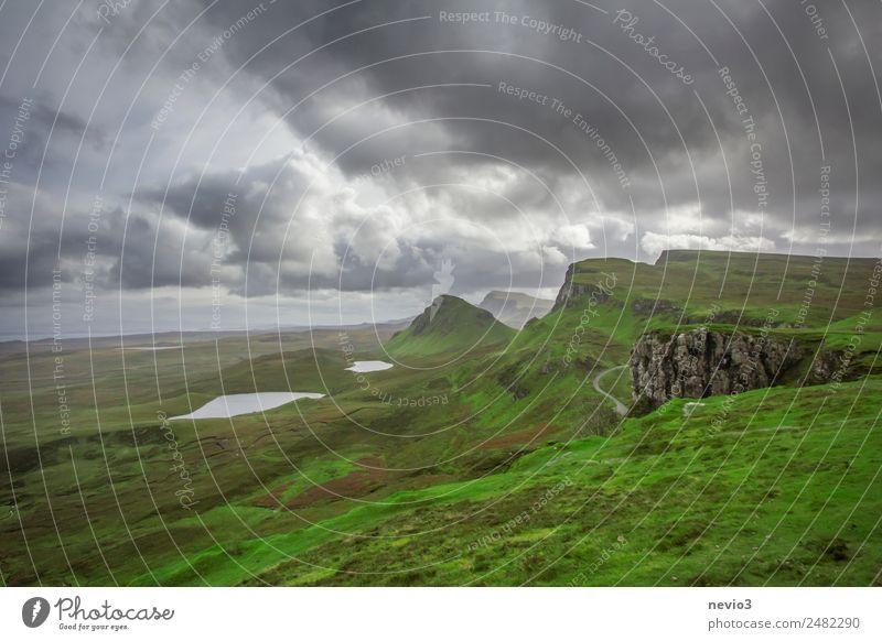 Der Quiraing in Schottland Schottisch Schottisches Hochland schottisches Wetter schottische Landschaft schottische Highlands Natur Naturwunder draußen wandern