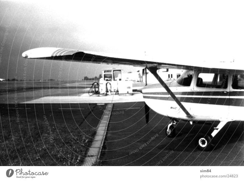 airport Flugzeug Luftverkehr Tankstelle Flugplatz Winningen