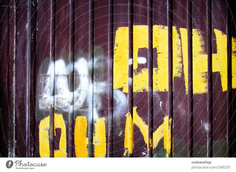 oh ohm weiß gelb Graffiti braun Tür Fassade Schriftzeichen Kommunizieren rebellisch Symbole & Metaphern
