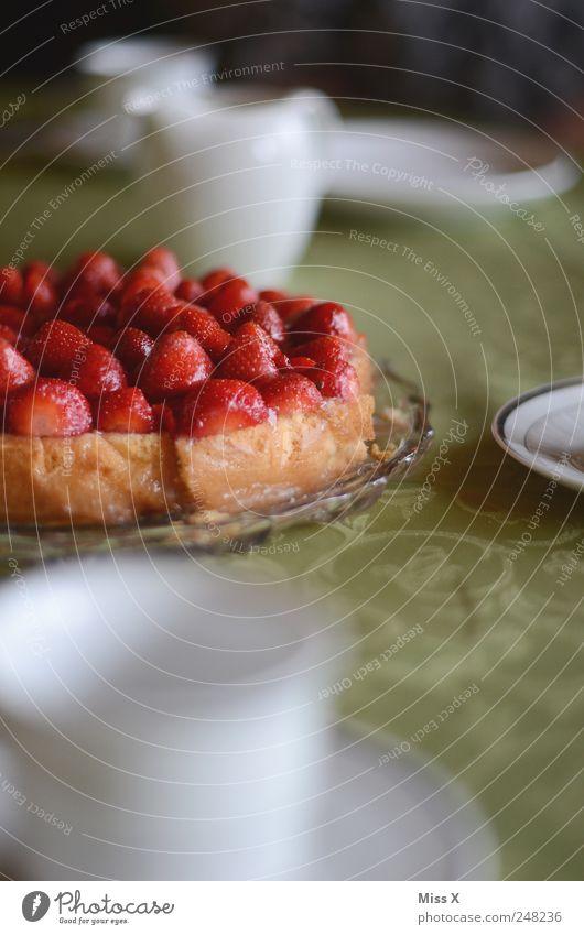 Erdbeerkuchen Feste & Feiern Lebensmittel Frucht frisch Ernährung süß lecker Frühstück Geschirr Kuchen Tasse Teller Backwaren saftig Erdbeeren Torte