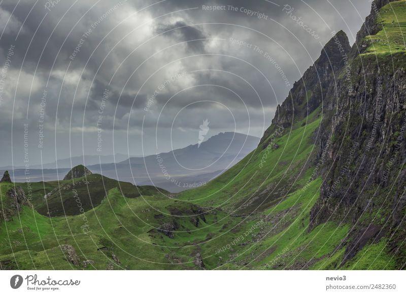 Schottisches Hochland Landschaft Hügel Felsen Berge u. Gebirge Gipfel Schlucht grün hoch Niveau Höhe steil Steilwand Klettern wandern Spaziergang erleben