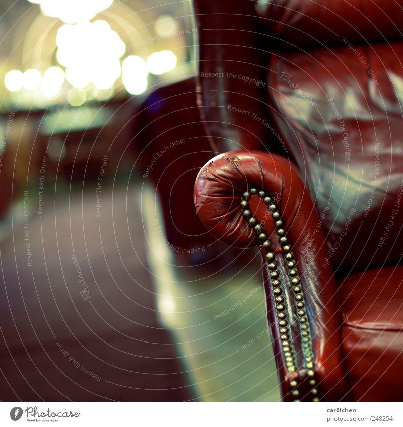 erzähl mir Deine Geschichte... alt grün rot grau gold Lifestyle Reichtum Sessel Glanzlicht Ledersessel