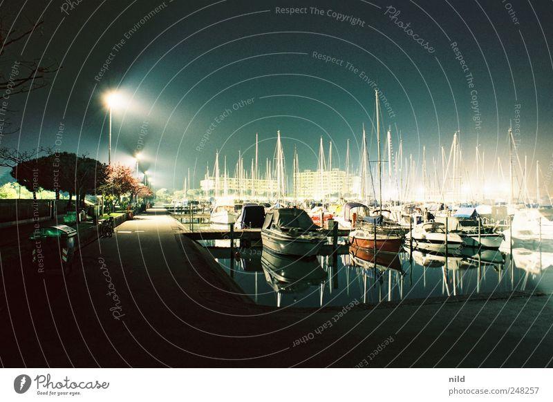 nachtaktiv Lifestyle Reichtum Ferien & Urlaub & Reisen Meer Menschenleer Hafen Schifffahrt Jacht Motorboot Segelboot Jachthafen blau ruhig Farbfoto
