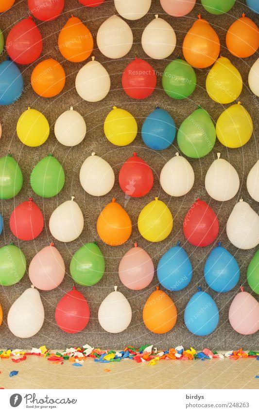 Wer will nochmal wer hat noch nicht ..... Freude Kinderspiel Feste & Feiern Jahrmarkt Luftballon hängen leuchten werfen Freundlichkeit Originalität schön