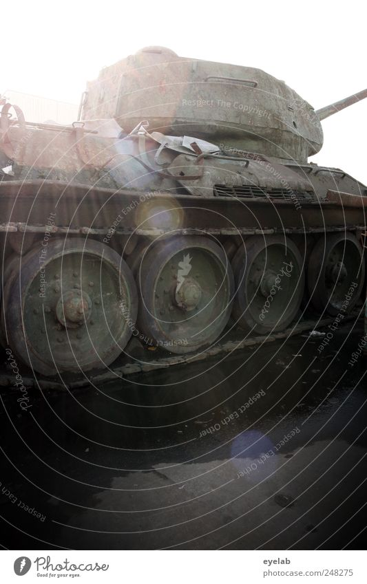 32 t Argument alt grün Straße kalt Tod grau Kraft Verkehr Sicherheit bedrohlich Technik & Technologie historisch Rad Krieg Maschine Fahrzeug