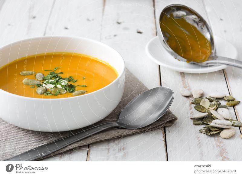 Kürbissuppe in weißer Schale Lebensmittel Gesunde Ernährung Foodfotografie Speise Gemüse Suppe Eintopf Bioprodukte Vegetarische Ernährung Gesundheit