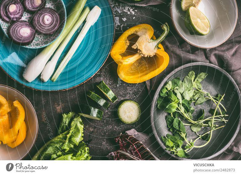 Vegetarisch kochen Lebensmittel Gemüse Salat Salatbeilage Ernährung Bioprodukte Vegetarische Ernährung Diät Geschirr Teller Schalen & Schüsseln Stil Design