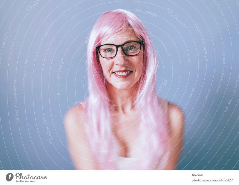 Frau Mensch blau schön Erotik ruhig Freude Gesicht Erwachsene Lifestyle lustig feminin Glück Kunst Mode Haare & Frisuren