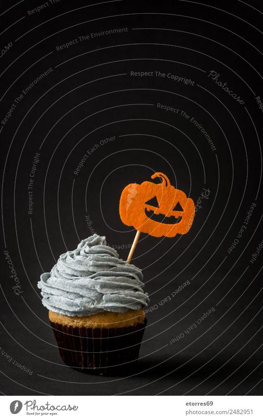 Halloween Törtchen Kuchen Dessert Süßwaren süß grau orange schwarz Angst Cupcake Kürbis Lebensmittel cremig Butter Creme Textfreiraum Jahreszeiten lustig