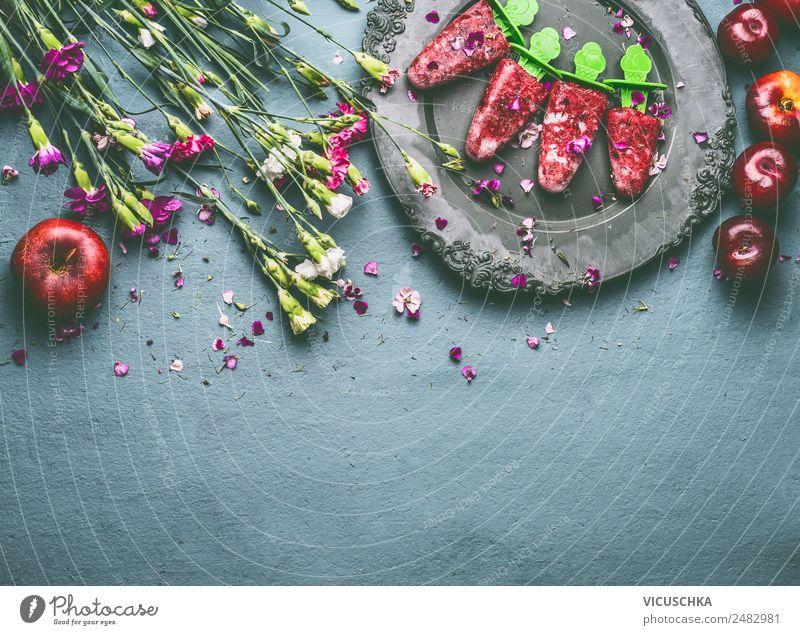 Selbst gemachte rote Fruchteiscreme oder Eis am Stiel Lebensmittel Speiseeis Ernährung Bioprodukte Vegetarische Ernährung Diät Geschirr Stil Design Gesundheit