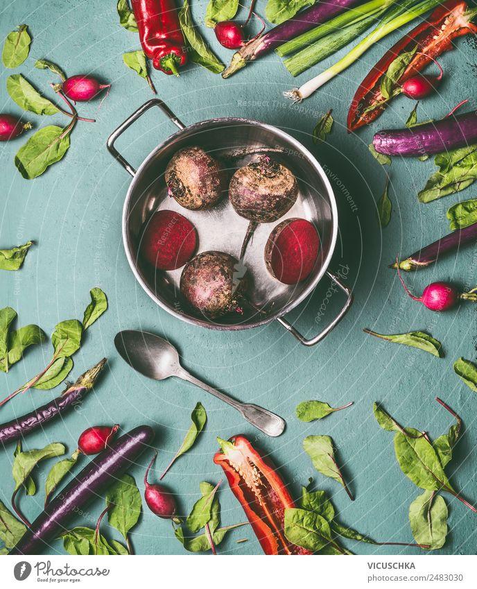 Mit Gartengemüse kochen Lebensmittel Gemüse Ernährung Bioprodukte Vegetarische Ernährung Diät Geschirr Topf Stil Design Gesundheit Gesunde Ernährung Tisch Küche
