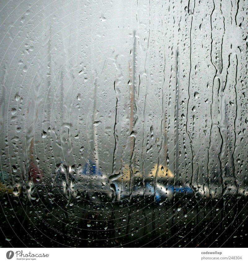 german bite Freizeit & Hobby Segeln Herbst Winter Wetter schlechtes Wetter Regen Seeufer Flussufer Bucht Segelboot bedrohlich dunkel trist grau ästhetisch