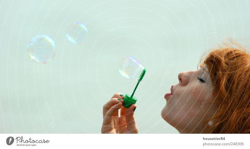 Der schillernde Weg des Glücks Mensch Jugendliche schön Freude ruhig feminin Kopf Erwachsene ästhetisch Fröhlichkeit Pause Kugel blasen Lebensfreude