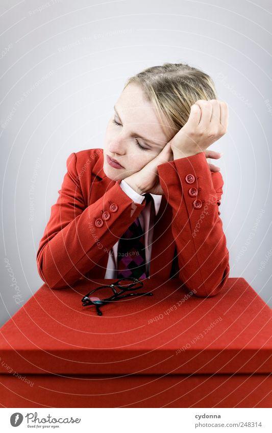 Vorübergehend nicht erreichbar Mensch Jugendliche rot ruhig Erholung Arbeit & Erwerbstätigkeit Freiheit träumen Erwachsene Business Zeit Erfolg schlafen Pause