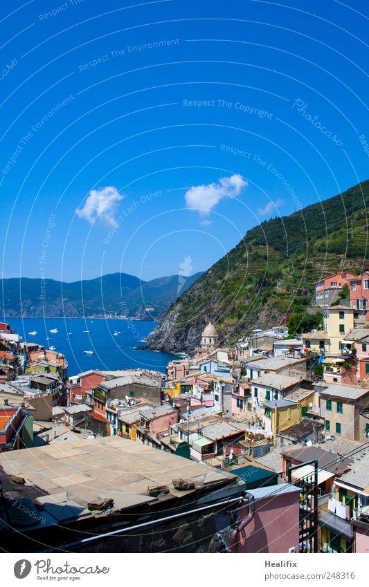 Vernazza II Ferien & Urlaub & Reisen Tourismus Sommerurlaub Umwelt Wasser Himmel Wolken Schönes Wetter Hügel Berge u. Gebirge Küste Meer Mittelmeer Italien Dorf