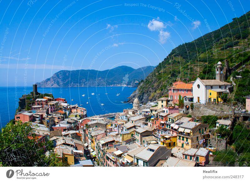 Vernazza III Himmel Ferien & Urlaub & Reisen Meer Wolken Haus Erholung Berge u. Gebirge Landschaft Küste Tourismus Dach Hügel Italien Dorf Balkon Schönes Wetter