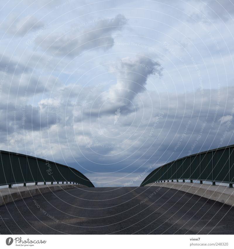 himmelwärts Umwelt Natur Landschaft Himmel Wolken Gewitterwolken Klima schlechtes Wetter Brücke Bauwerk Stein Beton Metall authentisch dunkel einfach elegant