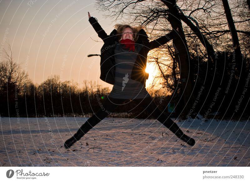 Bye Bye, Sommer. Lifestyle Freude Glück Freizeit & Hobby Umwelt Natur Landschaft Klima Klimawandel Wetter Schönes Wetter Schnee springen außergewöhnlich