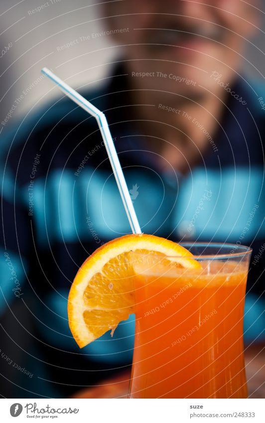 Erst das Foto ... Orange Getränk trinken Trinkhalm Sommer Mensch maskulin Mann Erwachsene 1 45-60 Jahre Hemd Oberlippenbart Lächeln lecker süß Vorfreude