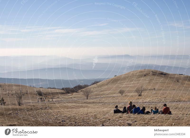 Himmel Natur blau schön Ferien & Urlaub & Reisen Ferne Erholung Freiheit Berge u. Gebirge Landschaft Menschengruppe Freundschaft Horizont sitzen wandern Abenteuer