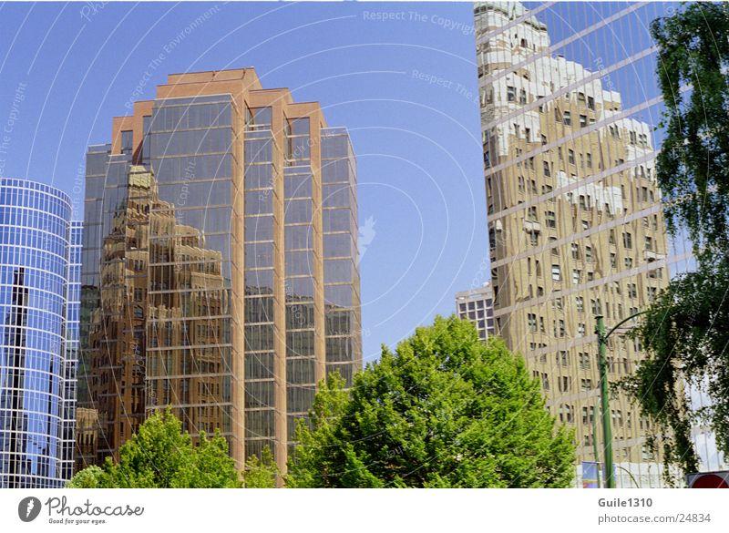 Vancouver Skyscrapers Hochhaus Amerika Nordamerika Stadt Hochhausfassade Glasfassade Reflexion & Spiegelung Spiegelbild modern Moderne Architektur Menschenleer