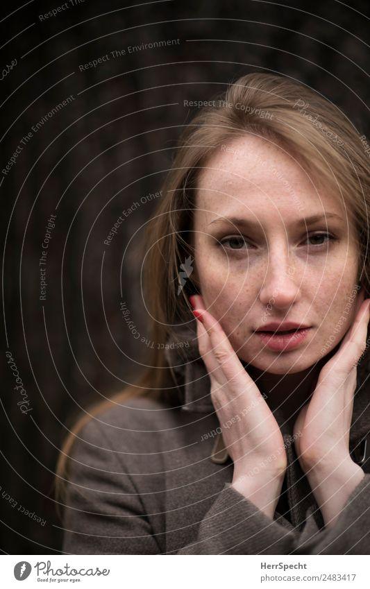 ... Mensch feminin Junge Frau Jugendliche Erwachsene Gesicht Lippen Hand 1 18-30 Jahre außergewöhnlich schön natürlich Erotik Blick in die Kamera Nagellack