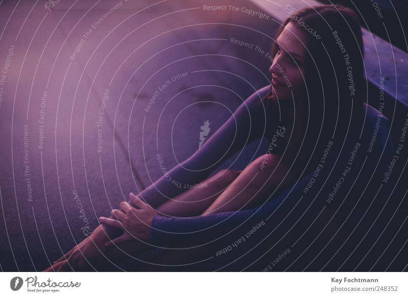 ° Mensch Jugendliche schön ruhig Erholung feminin Leben Erwachsene Stil Zufriedenheit elegant ästhetisch Dach weich violett