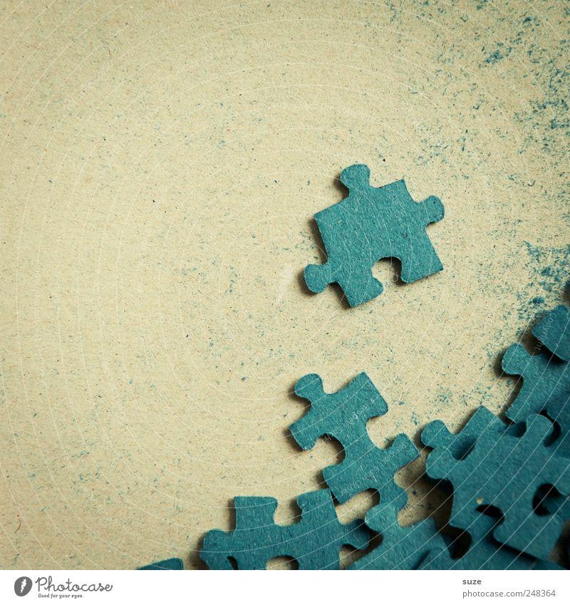 Randgruppe Freizeit & Hobby Spielen Kinderspiel Spielzeug einfach klein blau Puzzle durcheinander Suche Teile u. Stücke Karton Rückseite Farbfoto mehrfarbig