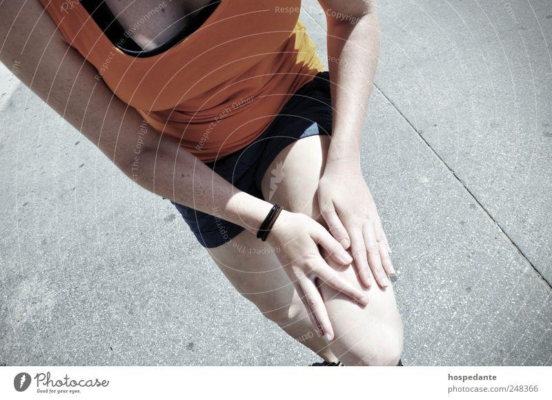 Verletzungen in Fitness/Sport Mensch Jugendliche feminin Beine Fuß Gesundheit Kraft laufen wandern Laufsport Konzentration Schmerz Kontrolle Sport-Training