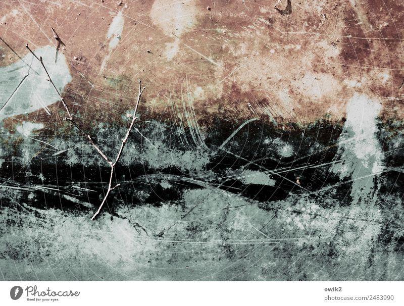 Kryptisch Zweig Holz Kunststoff alt trashig Verfall Vergänglichkeit Irritation unklar Kratzer Spuren Zahn der Zeit Bordwand Farbfoto Gedeckte Farben