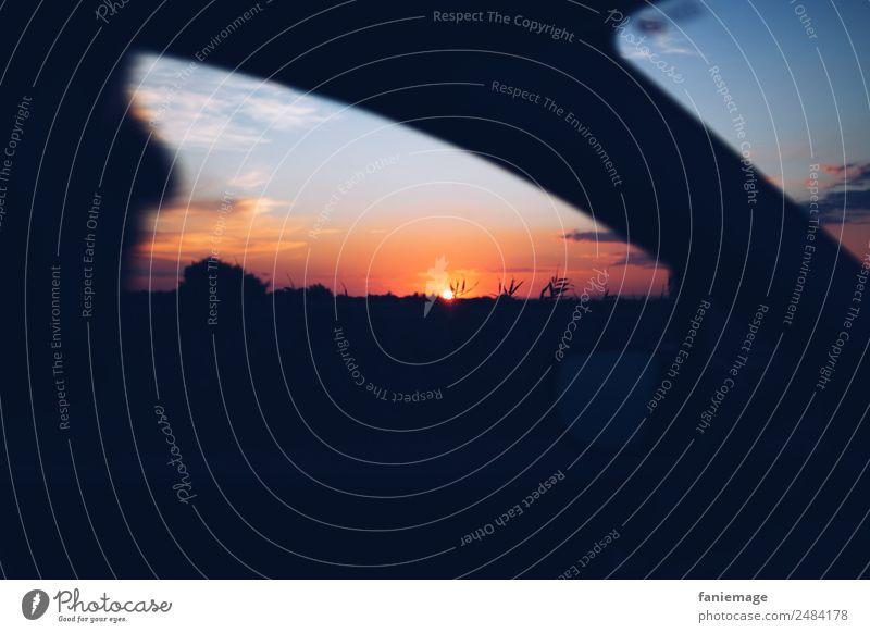 Ausflug Freude fahren roadtrip Camargue PKW Autofenster Sonnenuntergang Dämmerung Abend Abenddämmerung Nacht entdecken Autofahren orange Licht blau Nachthimmel