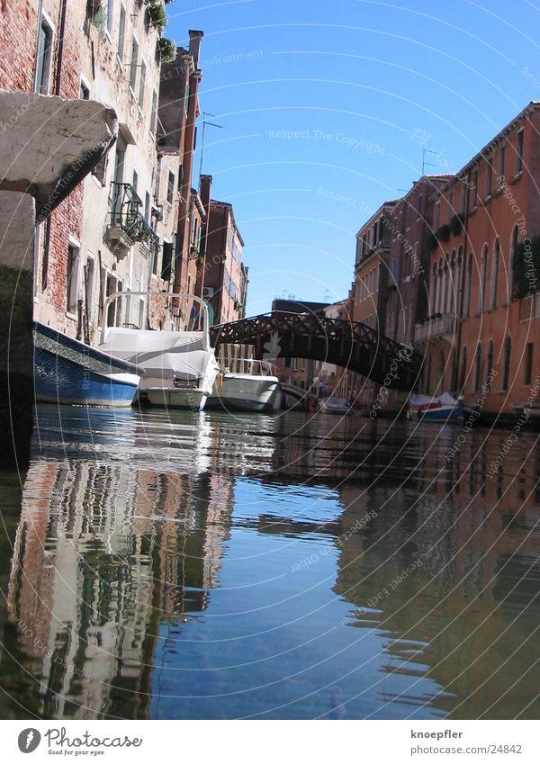 Seitenstrasse Wasser blau Haus Europa Venedig Italien Wasserstraße
