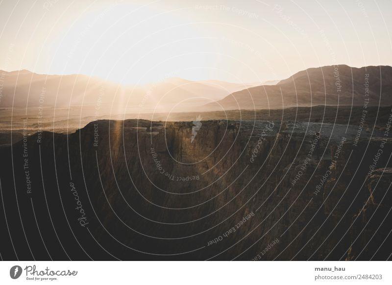 silent moment Mensch Natur Ferien & Urlaub & Reisen Jugendliche Junge Frau Sommer Landschaft Sonne Freude Ferne Berge u. Gebirge 18-30 Jahre Erwachsene
