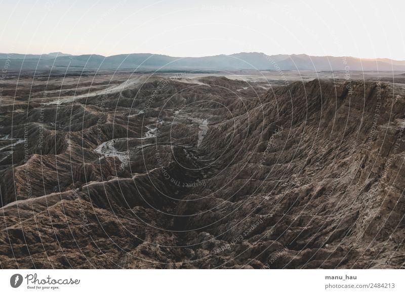 deep ground Ferien & Urlaub & Reisen Tourismus Ausflug Abenteuer Ferne Freiheit Berge u. Gebirge wandern Umwelt Natur Landschaft Wolkenloser Himmel