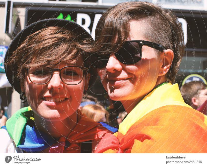 smile feminin androgyn Homosexualität Kommunizieren Lächeln lachen Liebe Coolness frei Freundlichkeit Stimmung Zufriedenheit Lebensfreude Optimismus Kraft