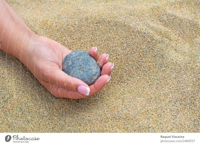 Ferien & Urlaub & Reisen Sommer Sonne rot Hand ruhig Freude Strand Gesundheit Lifestyle gelb feminin Freiheit Stein grau Sand