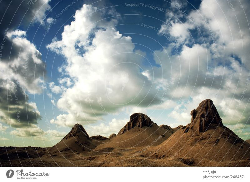 don't believe the truth. Natur Wolken Ferne Berge u. Gebirge Landschaft Sand braun Ausflug Felsen Wüste Täuschung steil Ödland Dänemark Nationalpark